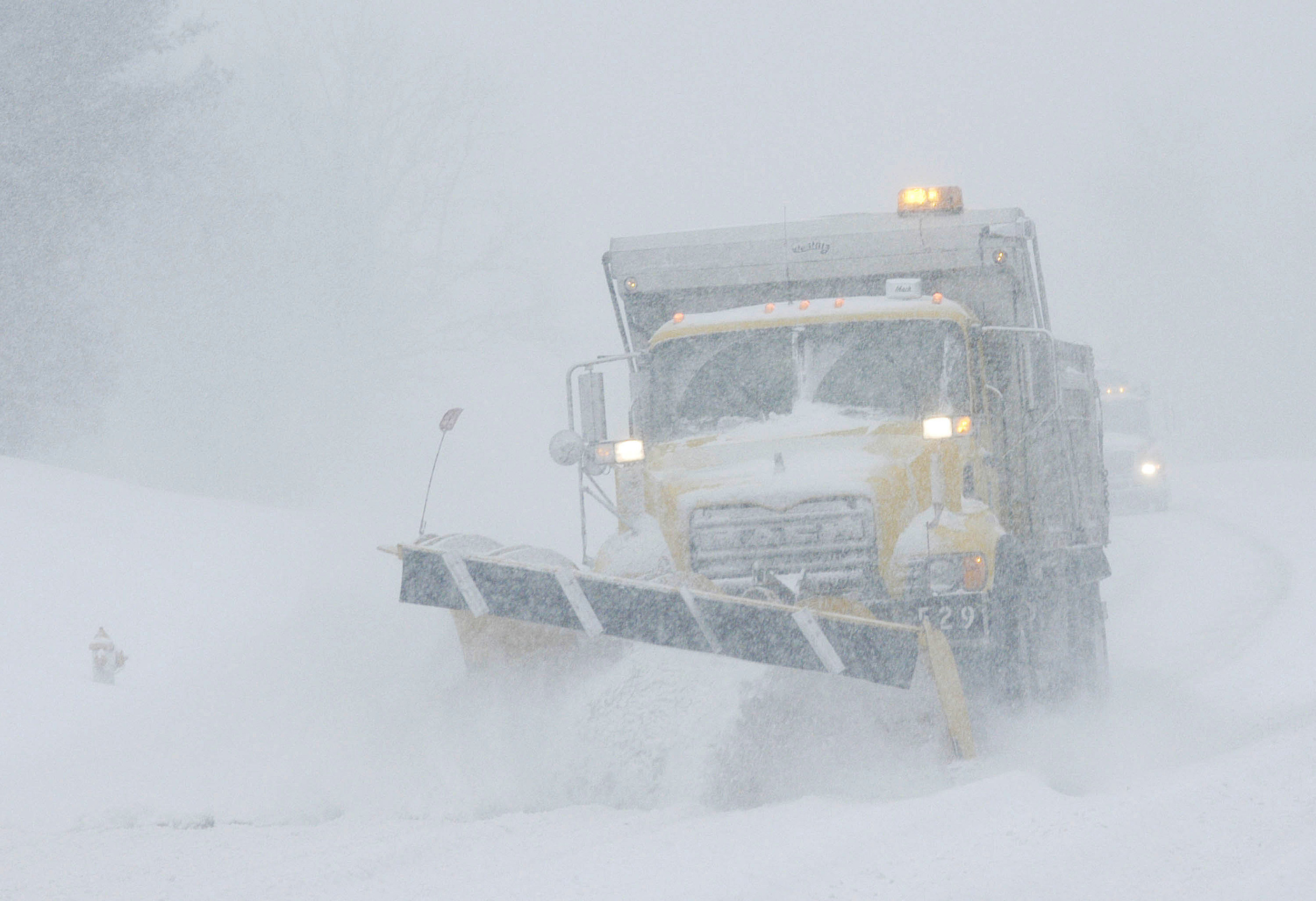 Weather Service Issues Warning on Weekend Snowstorm: 8-16 inches